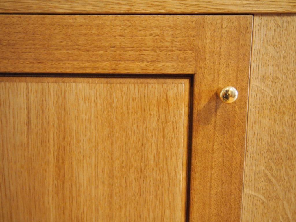 真鍮ツマミ ナラ食器棚