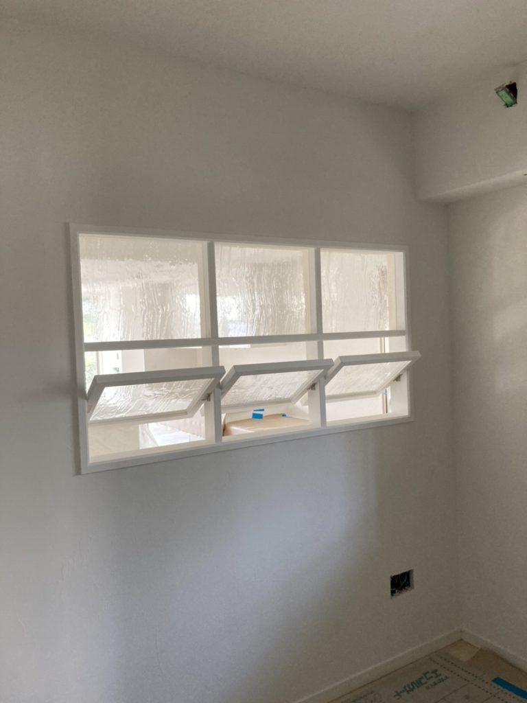 室内回転窓